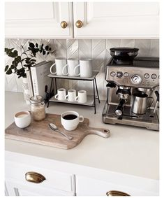 Coffee Bar Station, Coffee Station Kitchen, Coffee Bars In Kitchen, Coffee Bar Home, Home Coffee Stations, Coffee Bar Ideas, Coffe Bar, Coffee Kitchen Decor, Coffe Decor