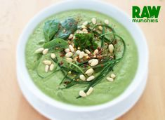 Raw Vegan Iron Boost Spinach and Parsley Soup Vegan Spinach Soup, Vegan Soup, Raw Vegan Recipes, New Recipes, Soup Recipes, Vegan Iron, Seaweed Salad