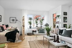 Studio apt, studio apartment design, studio living, studio decor, s Studio Apartment Design, Studio Apartment Decorating, Apartment Layout, Apartment Living, Deco Studio, Studio Apt, Small Studio, Student Apartment, Tiny Apartments