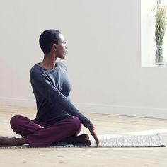 Trois torsions de yoga pour aider la détox Yoga Detox, Yoga Day, Decathlon, Gym, Poses, Morning Yoga, Yoga For Beginners, Yoga Workouts, Yoga Exercises