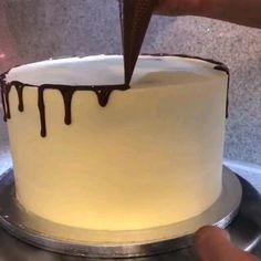 Birthday Cake Decorating, Cake Decorating Tips, Pretty Cakes, Cute Cakes, Chocolate Ganache Drip Cake, Drip Cakes, Baby Girl Birthday Cake, Cake Recipes, Dessert Recipes