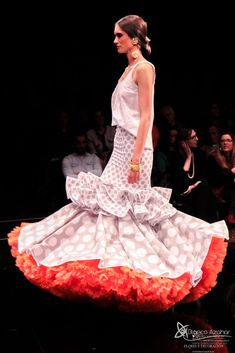 Pedro Béjar nos maravilla con #OMNIUM donde #BlancoAzahar ha tenido el placer de colaborar con sus #Floresdeflamenca . Simof 2018 - Salón Internacional de Moda Flamenca 2018 en Fibes Sevilla. Colección que toma el nombre originario de la localidad natal del diseñador, #Hinojos. #PedroBéjar #moda #fashion #ModaFlamenca #Sevilla #TrajesdeFlamenca #Simof #photography by @LolaMontiel Formal Dresses, Fashion, Xmas, Orange Blossom, Flamingo, Dresses For Formal, Moda, Formal Gowns, Fashion Styles