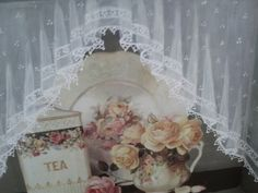 Perde efektli tepsi Gülseren Ertit Cricut Craft Room, Decoupage, Christmas Crafts, Floral Wreath, Victorian, Painting, Curtains, Winter, Painting On Fabric