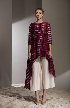 Burgundy Shibori Work Wrap Long Shirt in Chanderi - 2705 Designer Party Wear Dresses, Kurti Designs Party Wear, Kurta Designs, Blouse Designs, Dress Indian Style, Indian Outfits, African Fashion, Indian Fashion, Indian Designer Suits