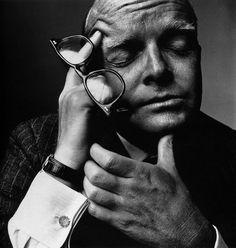 Irving Penn, retrato de Truman Capote  http://www.rafaelroa.net/blog/2013/01/irving-penn-mis-influencias.html