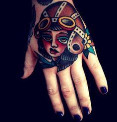 Tattoos that look like tattoos. Hand Tattoos, Mark Cross, Tatting, Piercing, Body Art, Halloween Face Makeup, Skull, Traditional Tattoos, Beautiful Body