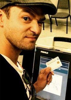 Não é só no Brasil: Timberlake faz selfie na urna ao votar e pode ser preso #Brasil, #Cantor, #Condenada, #Foto, #Fotos, #Gente, #Hollywood, #Instagram, #M, #Selfies http://popzone.tv/2016/10/nao-e-so-no-brasil-timberlake-faz-selfie-na-urna-ao-votar-e-pode-ser-preso.html