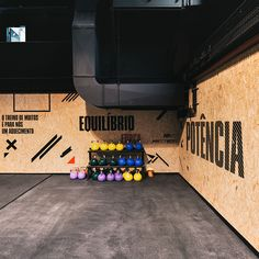 estúdio AMATAM transforms car workshop into CROSSBOX training hub portugese design practice estúdio AMATAM has recently turned an existing car workshop into the CROSSBOX training center with a new graphical brand logo. Basement Gym, Garage Gym, Osb Wood, Gym Architecture, Sport Studio, Espace Design, Car Workshop, Home Gym Design, Garage Interior