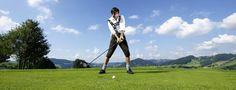 Genieße Deinen Abschlag auf Deutschlands höchstegelegenen Golfplätzen mit herrlicher Panorama-Aussicht. Mit Oberstaufen PLUS GOLF ist das Greenfee sogar inklusive.