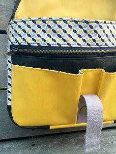 Crochet handbags 737253401482111753 - Patron Besace Berlin Source by Wordpress Theme, Crochet Handbags, Women's Handbags, Crochet Bags, Recycle Jeans, Leather Bag, Messenger Bag, Diaper Bag, Boss