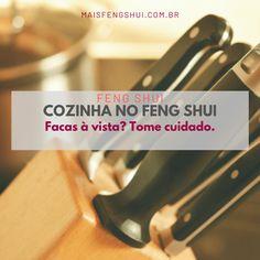Facas são objetos afiados. Então, literalmente falando, elas têm uma própria energia forte no Feng Shui por causa de suas formas: arestas cortantes e afiadas. É por isso que algumas pessoas sentem algum desconforto quando facas estão à vista. .