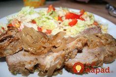 Bravčové mäso pečené v horčici - žiadna práca a máte obed ako lusk: Len pár zárezov, cesnak, horčica a máte mäso ako od šéfkuchára! Russian Dishes, Russian Recipes, Yummy Food, Tasty, Food And Drink, Menu, Chicken, Dinner, Pork