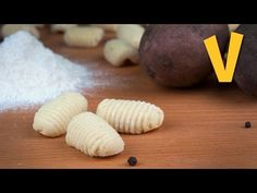 Here is an awesome video tutorial on how to make Gnocchi - Vegan Style! What you'll need: floury potatoes - the white ones for baking (check the tips for extra cup strong flour, or bread flour Delicious Vegan Recipes, Raw Food Recipes, Veggie Recipes, Cooking Recipes, Italian Recipes, Endive Recipes, Radish Recipes, Cooking Time, Vegan Vegetarian