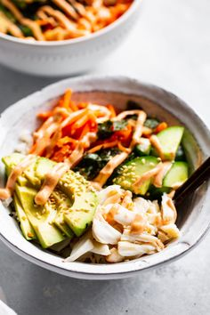These sushi bowls have all the components and flavors of a California roll without any of the work! They're grain free, paleo, keto and Whole30 compliant and so easy to make. These bowls make a great lunch or light dinner and are perfect for meal prep as well. #paleo #whole30 #cleaneating #keto Sushi Ginger, California Roll Sushi, Paleo Running Momma, Clean Eating, Healthy Eating, Sushi Bowl, Family Fresh Meals, Veggie Stir Fry, Whole 30