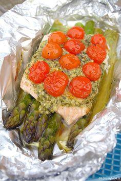 Zalmpakketjes met groene asperges en pesto Good Food, Yummy Food, Convenience Food, Eating Habits, Quick Easy Meals, Food Videos, Foodies, Clean Eating, Pesto