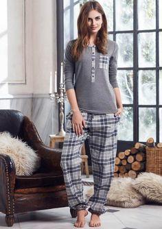 Penye Mood 8204 Bayan Pijama Takım #markhacom #newseason #fashion #kadın #moda #yenisezon #stil #pijama #pijamatakımı #sonbahar #pierrecardin #kış #alışveriş #yılbaşıalışverişi #yılbaşıpijaması #pajamas #christmasshopping #sleepwear Cute Sleepwear, Lazy Day Outfits, Night Suit, Moda Casual, Muslim Fashion, Nightwear, Lounge Wear, Pajamas, Fashion Outfits