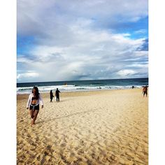#throwback #surfersparadisebeach #goldcoast #beach #queensland  Throwback to #happierbeach days  by xinstatiffx http://ift.tt/1PI0tin