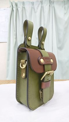 Arts And Crafts Halloween Ideas Leather Art, Leather Belt Bag, Leather Gifts, Leather Bags Handmade, Leather Tooling, Leather Purses, Leather Backpack, Leather Wallet Pattern, Leather Bicycle