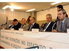 Arantes participa de debate sobre desarmamento. http://www.passosmgonline.com/index.php/2014-01-22-23-07-47/geral/5338-arantes-participa-de-debate-sobre-desarmamento