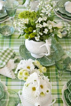 St. Patrick's Day Table with Inspiration from an Irish Blessing | homeiswheretheboatis.net