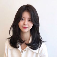 Short Haircuts For Oval Faces Will Put An End To Your Troubles - Knitters Medium Hair Cuts, Long Hair Cuts, Medium Hair Styles, Curly Hair Styles, Oval Face Haircuts, Hairstyles Haircuts, Pretty Hairstyles, Korean Hairstyles Women, Medium Permed Hairstyles