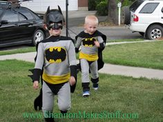 Batman Costume Tutorial - add a tutu for when she wants to be Batgirl, & a girl has to have options. Movie Halloween Costumes, Cute Costumes, Super Hero Costumes, Halloween Fun, Costume Ideas, Dress Up For Boys, Costume Tutorial, Batman Birthday, Superhero Party