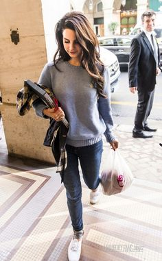 Lana's casual street style, wish I could rock a sweatshirt like that