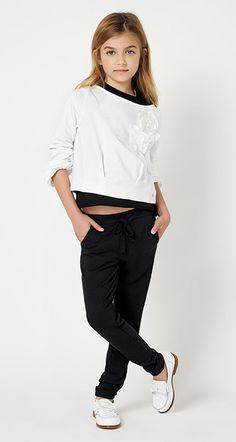 TWIN-SET Simona Barbieri - Look Book - MAIN COLLECTION-GIRL Young Fashion, Tween Fashion, Little Girl Fashion, Toddler Fashion, Fashion Outfits, Moda Junior, Junior Girls Clothing, Stylish Kids, Stylish Baby