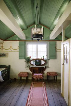 Karin & Carl Larssons hem i Sundborn. | Mokkasin Swedish Cottage, Swedish House, Swedish Wallpaper, Painted Beams, Carl Larsson, Interior And Exterior, Interior Design, Aesthetic Rooms, Scandinavian Home