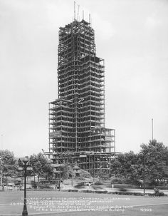 Oakland's Cathedral of Learning during construction, 1929 #pittsburgh