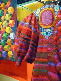Kaffe Fassett exhibition - Juxtaposition of Color an Design. Form Crochet, Knit Or Crochet, Crochet Quilt, Knitted Coat, Fair Isle Knitting, How To Purl Knit, Gorgeous Fabrics, Knitting Designs, Fabric Design