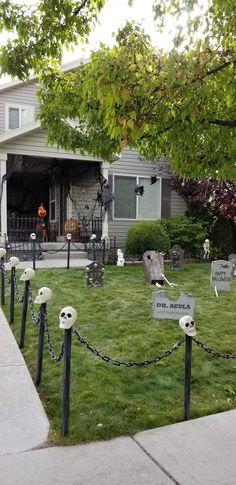 60 Stunning Halloween Outdoor Design Ideas - Pajero is My Dream Halloween Outside, Creepy Halloween, Halloween Games, Fall Halloween, Halloween Crafts, Halloween Costumes, Women Halloween, Halloween Makeup, Halloween Ideas