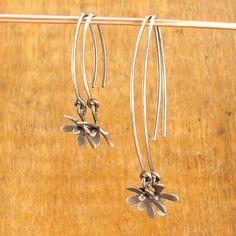Flower earrings. Short dangly silver flower earrings. by erinbowe