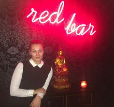Mimi Lorandova : Red Bar