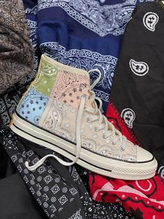 Offspring Converse Chuck 70 Paisley Release Date | SneakerNews.com Dr Shoes, Hype Shoes, Me Too Shoes, Mode Converse, Converse Shoes, Converse Outfits, Aesthetic Shoes, Baskets, High Top Sneakers