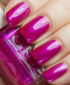 sure shot by essie. I love essie. its stays on my nails for 2 weeks with out chipping Great Nails, Love Nails, How To Do Nails, Fun Nails, Simple Nail Art Designs, Easy Nail Art, Nail Designs, Essie Nail Polish, Nail Polish Colors