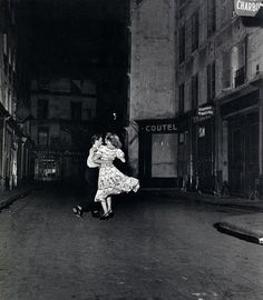 Robert Doisneau, Dancing in the Street