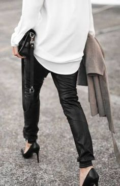 28 New Ideas For How To Wear Joggers Casual Sweatpants Chic How To Wear Sweatpants, Look Fashion, Trendy Fashion, Winter Fashion, Womens Fashion, Trendy Style, Fashion Details, Fashion Black, Style