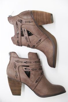 Enzo By Not Rated - The Rage - 1 Bad, bad boots! Dream Shoes, Crazy Shoes, Me Too Shoes, Heeled Boots, Bootie Boots, Ankle Boots, Pretty Shoes, Beautiful Shoes, Casual Chique