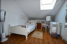 Schau Dir dieses großartige Inserat bei Airbnb an: S. Vintage Zimmer im Dachgeschoss - Häuser zur Miete in Poreč Porec Croatia, Toddler Bed, Room, Furniture, Home Decor, Vintage Room, Attic Rooms, Ad Home, Child Bed