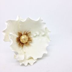 """Took a quick hiatus to look at the fresh flowers in my """"yard"""" but I'm back with more sugar flower pics tonight! This classy whitegold poppy shipped out last week. Lots of gorgeous custom orders have been coming my way lately  #kelsiecakes #sugarpoppy #sugarflowers #whiteandgold #weddinginspo #weddingcaketopper #etsy #etsywedding #etsysellersofinstagram #etsyshop #shopsmall #shophandmade #tampabay #latergram #cakeart #cakestagram #gumpastepoppy #gumpasteflowers"""
