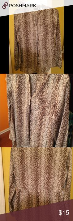 Apt 9 Women's Button Down Blouse Snake print women's button down blouse. Slightly longer in the back. Like new, great condition. I usually wear a S or M but this brand runs big as to why I fit in an XS Apt. 9 Tops