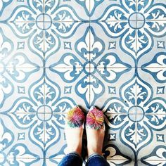 """Amazing pic by @andreannu keep tagging #ihavethisthingwithtiles  _____________________________________________  #fwisfeed #feet #maioliche #lookyfeets…"""