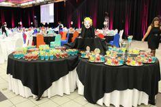 Les tables à cocktail accueillaient les invités toute en couleur !