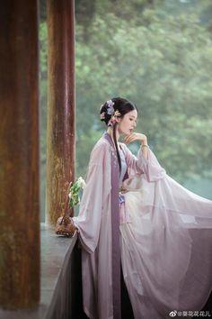 Really Pretty Girl, Traditional Fashion, Historical Costume, Hanfu, Itachi, Chinese Art, Feminine Style, Painting Inspiration, Cosplay