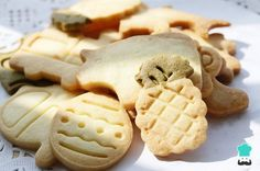 Today is National Animal Crackers Day. Animal crackers were a treat my father would get us when we went shopping with him. My children's favorite snack growing up was animal crackers and since they have grown they now share that treat with their children. Cookie Factory, Healthy Crackers, Teething Biscuits, Mexican Bread, Butter Pecan Cookies, Eat Dessert First, Yummy Snacks, Cookie Recipes, Food And Drink