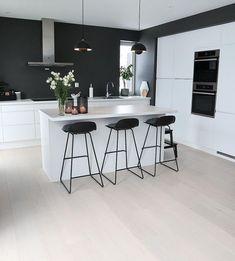 Det nydelig hjemme til er absolutt verdt en tur innom Kitchen Room Design, Modern Kitchen Design, Home Decor Kitchen, Kitchen Living, Kitchen Interior, New Kitchen, Interior Design Living Room, Home Kitchens, Interior Modern