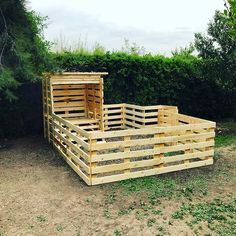 Best 35 Low Cost Wood Pallet Projects Pallets ideaPallets idea Ellise M. Best 35 Low Cost W Pallet House Plans, Pallet Dog House, Pallet Barn, Dog House Plans, Pallet Shed, Wood Pallet Fence, Pallets Garden, Wood Dog House, Large Dog House