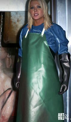 Apron and rubber gloves. Pvc Apron, Apron Dress, Latex Gloves, Rubber Gloves, Plastic Aprons, Heavy Rubber, Weather Wear, Fetish Fashion, Latex Girls