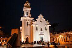 """Igreja da Ordem  É a igreja mais antiga de Curitiba, foi construída em 1737 pelos portugueses. """"Situada no Centro Histórico da cidade, oferece aos noivos um cenário único"""", destaca Silvia. A igreja comporta até 150 convidados sentados"""